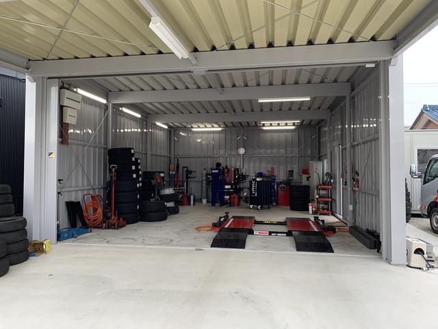 タイヤ整備専用の工場店舗付近に隣接していますタイヤ作業はこちらで致します