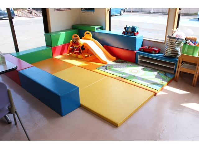 お子様が遊べるキッズスペースもございます。