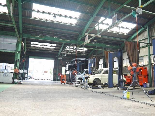 当社の整備工場は国が定める一定基準の設備・条件を兼ね揃えた「運輸局長指定工場」を取得しております!