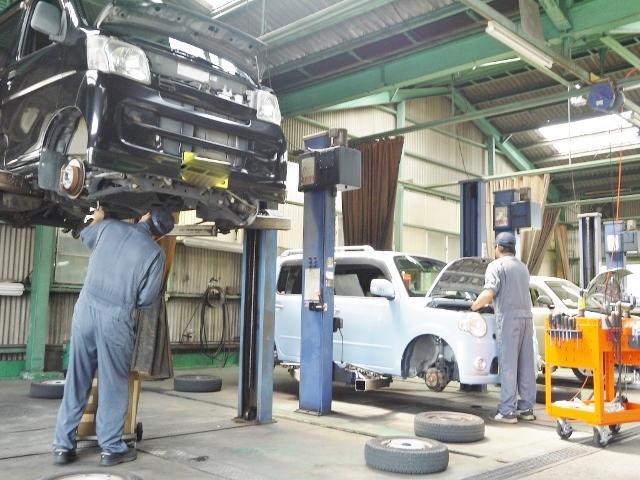 「民間車検場」である当社のサービス工場では、車検・修理・アフターメンテナンス全般を行っております。