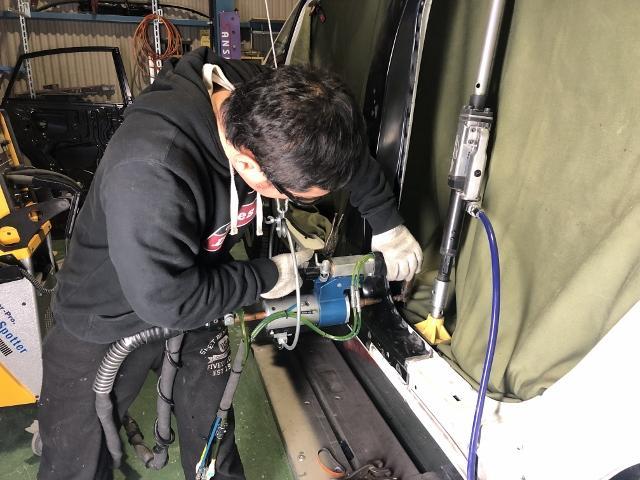 修理のプロスタッフがお客様の愛車を責任もってご対応致します