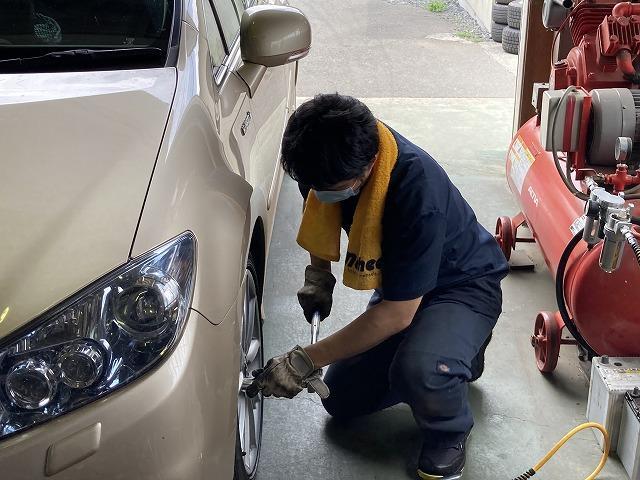 小型トラックのタイヤ交換作業も可能になりました!※タイヤ持込作業も可能!トラックの作業は要予約。