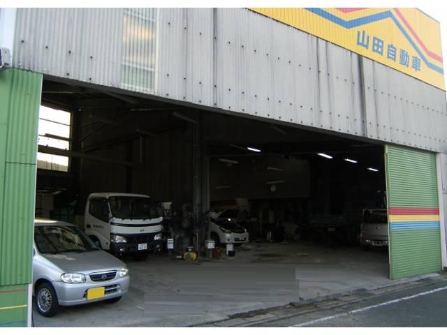 整備鈑金工場です