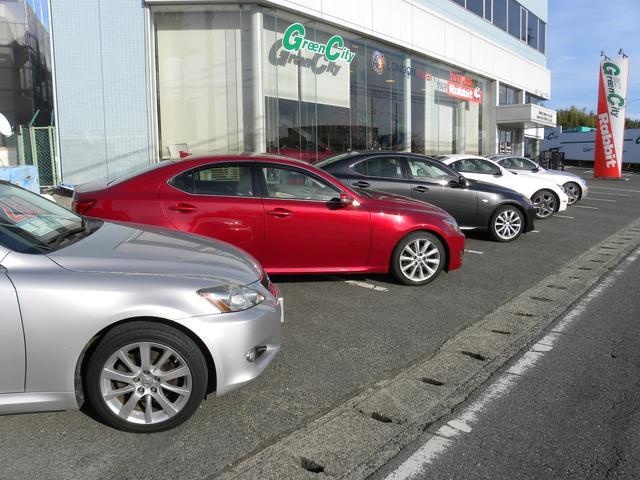 良質なレクサス車をメインに取り扱っています。もちろんカスタムのご相談も大歓迎です!