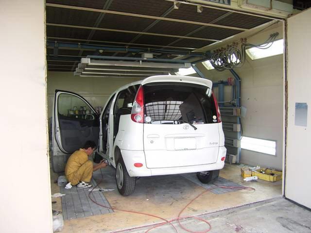 自社塗装ブースも完備していますので、ご安心下さい。