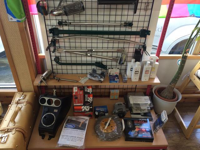 店内には全国でも珍しいケータハム160やオリジナルパーツの展示がしてあります。