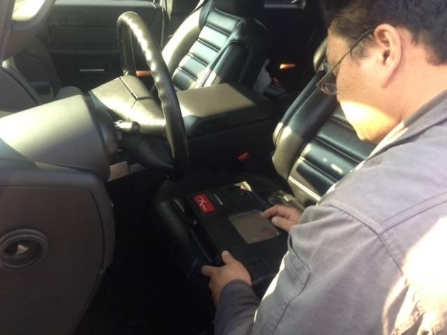 コンピュータ診断機を利用してスグにお車の異常を検索します。