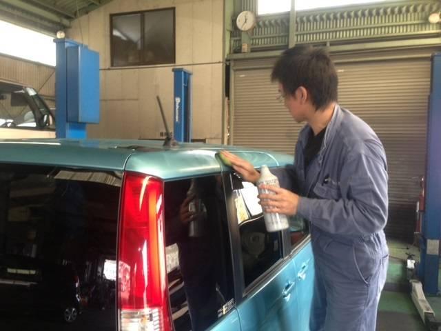 洗車してワックスかけて・・・お客様のために外装もキレイにさせていただきます