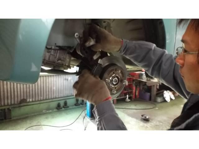 ブレーキパッドのサビや波うちは文字通りブレーキの性能にも関わりますのでキレイに整備いたします。