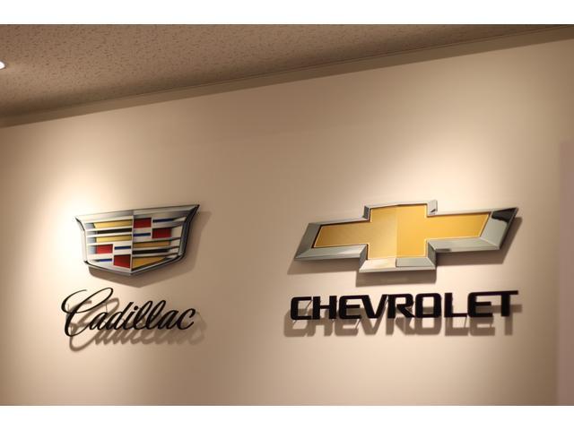 キャデラック・シボレー新車展示しております。