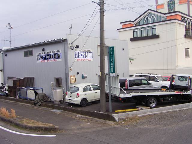 東海北陸道 岐阜各務原インターを降りてすぐの場所になります。お気軽にご来店ください。