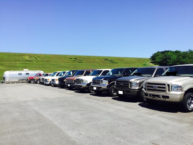広い敷地内に並ぶアメ車の数々。見応え十分の品揃えです。お気軽にご来店ください。