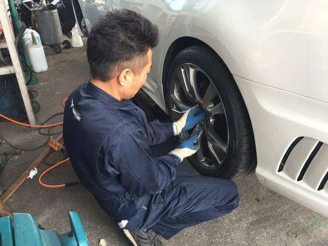 車検や修理の後にはしっかりした洗車を行います。きれいになったお車で気分もリフレッシュ!