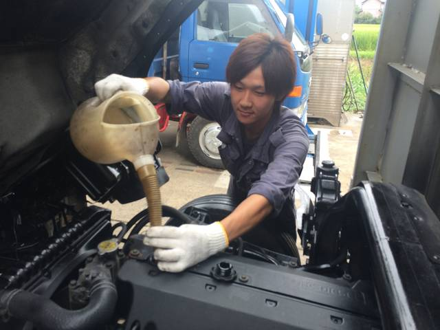 オイル交換も得意です。お車にあったオイルの提案を致します。