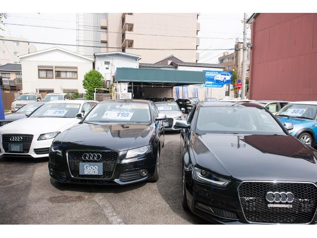 第一展示場には常時15台展示しております。並びきらない車が多数ストックしてあります。