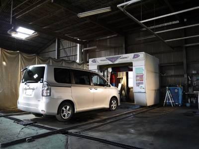 作業後の洗車も自社工場内で可能☆