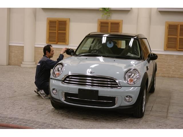 経験豊富なボディコーティングのプロが、お客さまのお車に合った最適なコーティングをアドバイス致します。