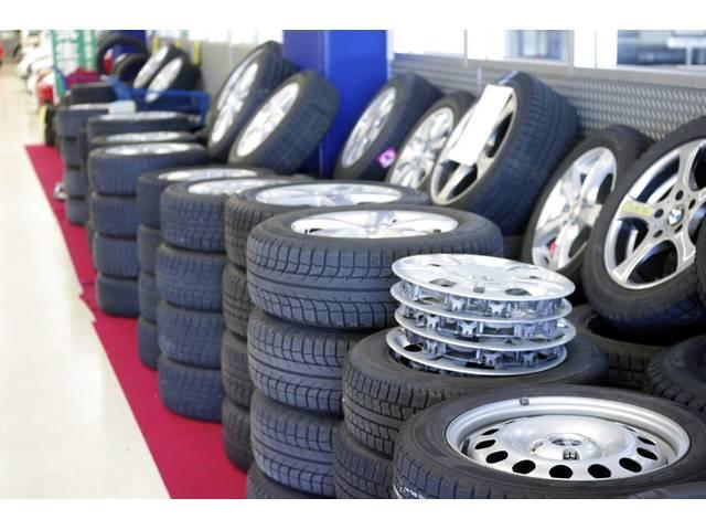 中古・新品各種タイヤ&アルミを取り揃えております。