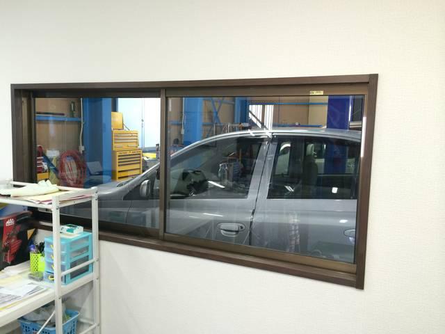 待合室からご自分の整備中のお車が見えます!