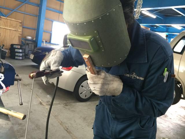 溶接も出来ます。部品が見つからない場合や高価な場合に!お車のお困り事にはどこまでも向き合います。