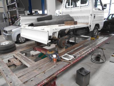 事故修理などの重鈑金には必需の設備!