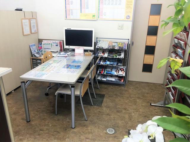 落ち着いた待合室で作業終了までお待ち頂けれます。