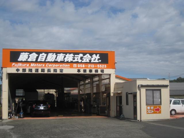 民間車検工場完備です。広い工場で小型車から大型車まで整備、点検および整備可能です!