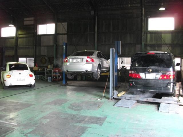 自社車検整備工場も完備!お車の車検時にはお客様に安心で低価格な車検をご提案させていただきます♪