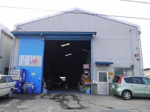 国道23号線沿いにある整備工場です。車の事ならなんでもご相談下さい!