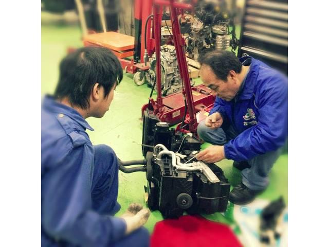 エンジン載せ換えなどの重整備も行います。