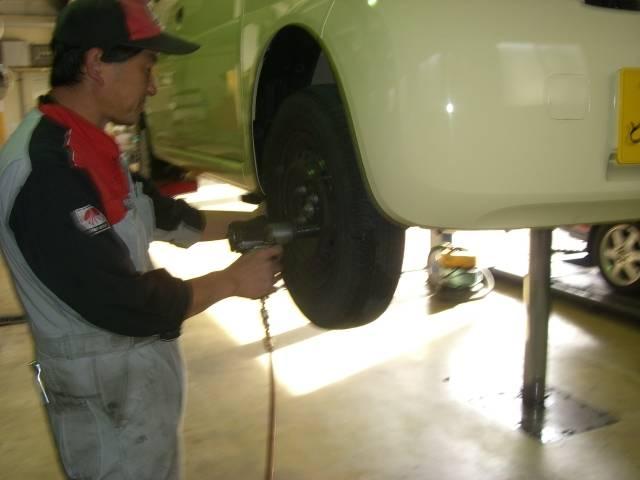 タイヤの交換をしています。