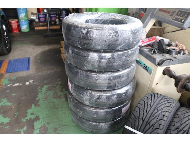タイヤの販売も行っております。もちろん持ち込みでの対応も可能です!