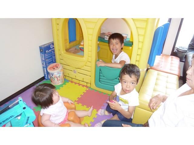 キッズルーム完備です。岡崎市でお子様連れのお客様でいつもにぎわっています。