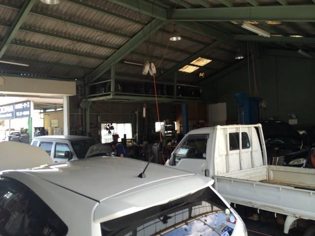 岡崎市で営業しています、当店の修理用PITです!車がたくさん入ります!