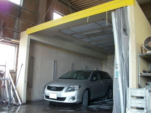 塗装ブース完備★お車の塗装は専用塗装ブースで行います。ホコリなどの付着がなくきれいに仕上げます!