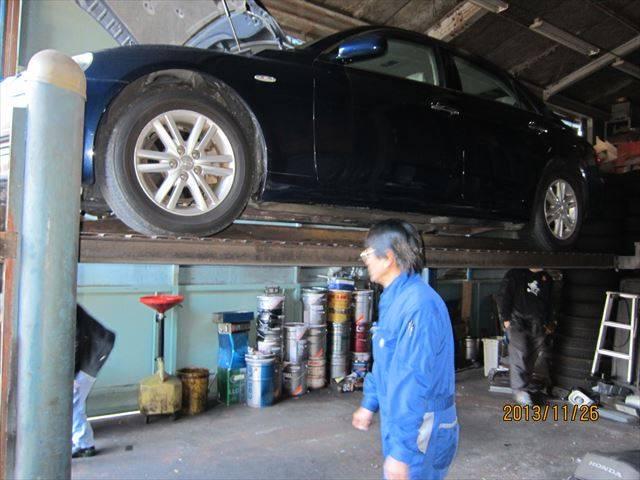 ピットには車検や整備に必要な設備が完備してあります!