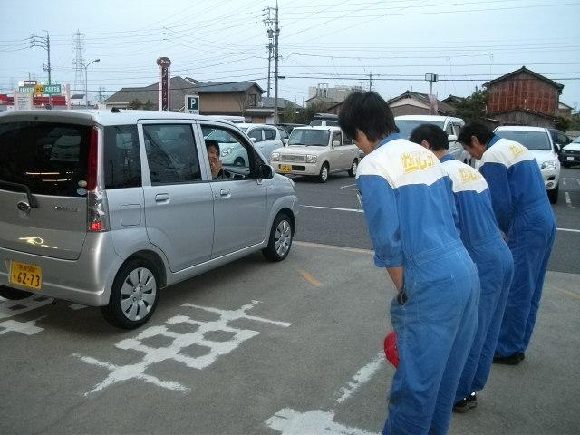 作業が終わり、お見送りをして車検終了です。