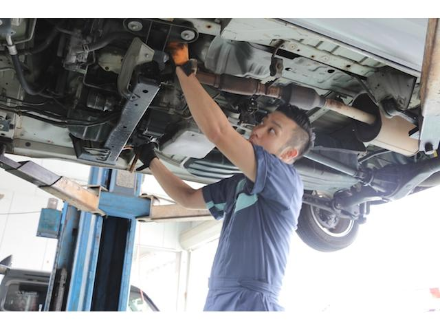 車検・修理・タイヤやカーナビの取付、板金塗装など、何でも対応できるのが自慢です!