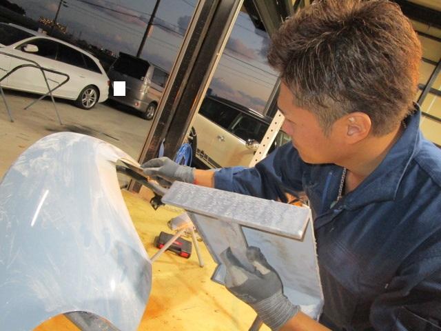保険を用いた修理 板金は当社にお任せ下さい!熟練のSTAFFがお客様のお車を綺麗に仕上げます。