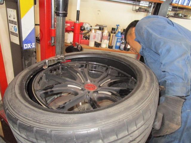 タイヤの持込取付も大歓迎です。