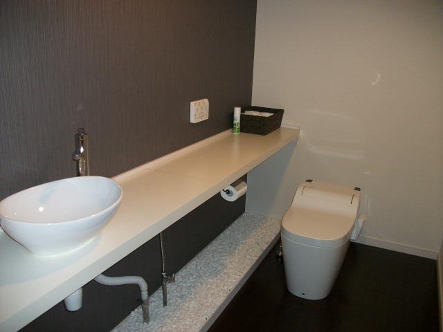 トイレも丁寧に・・・・清潔にしております。女性のお客様もご来店いただいております。