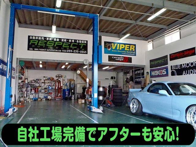 工場内です!リフトも完備しております!オイル交換・タイヤ交換などお気軽にお立ち寄り下さい♪