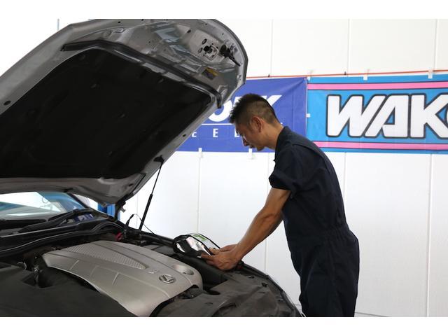 お客様の愛車は私たち整備スタッフが責任を持って対応致します。