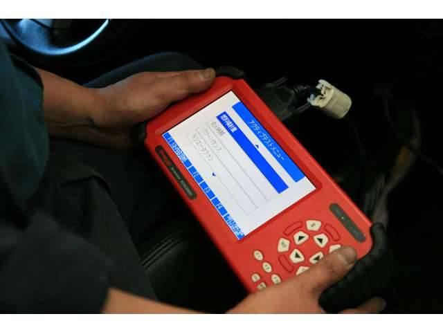 幅広い車種に対応した診断機もございます。急なトラブルもコンピューター診断が可能となります。