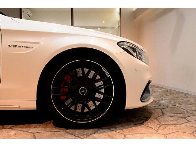 輸入車サイズのタイヤ交換も当店で受付け可能です。