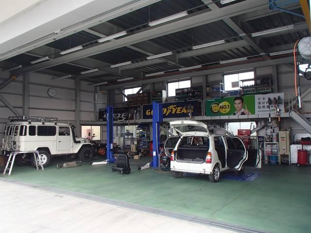 広々PITでお客様のお車をしっかり整備します!技術を発揮できる環境がここにはあります!