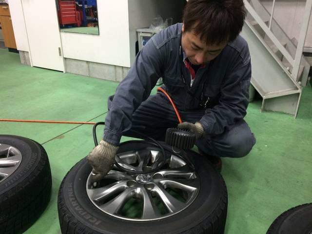 ノーマル⇔スタッドレスの他、溝や空気圧など、タイヤへの 悩みはそれぞれ。お気軽にご相談ください!
