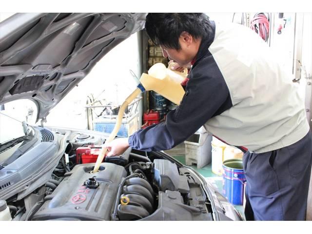 お車に合わせた各種エンジンオイルを取り扱っております。