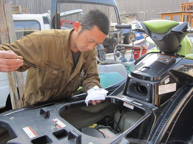 お車ももちろん、マリンジェットの整備も行っています!