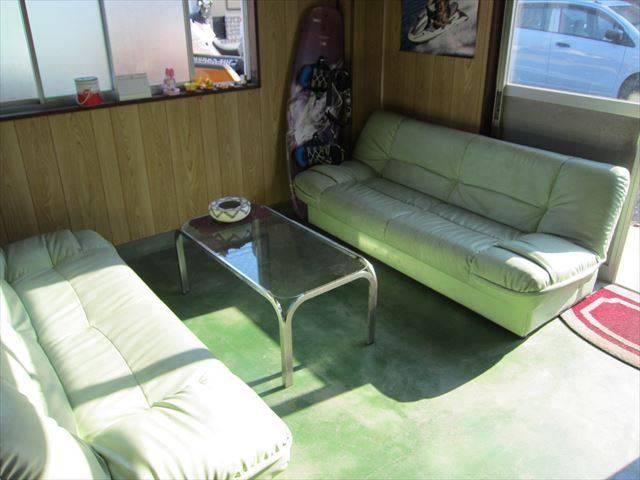 商談スペースにはソファーがありますので、じっくりお客様の要望をお聞きします!